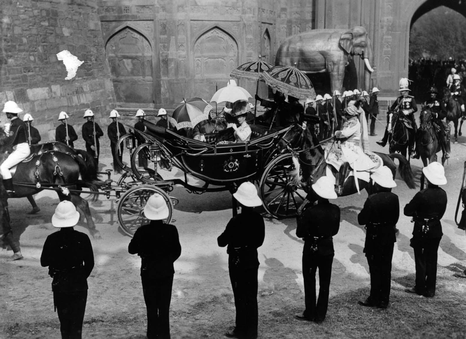 Em 1911 a realeza britânica foi à Índia para ser coroada e aproveitou para caçar 03
