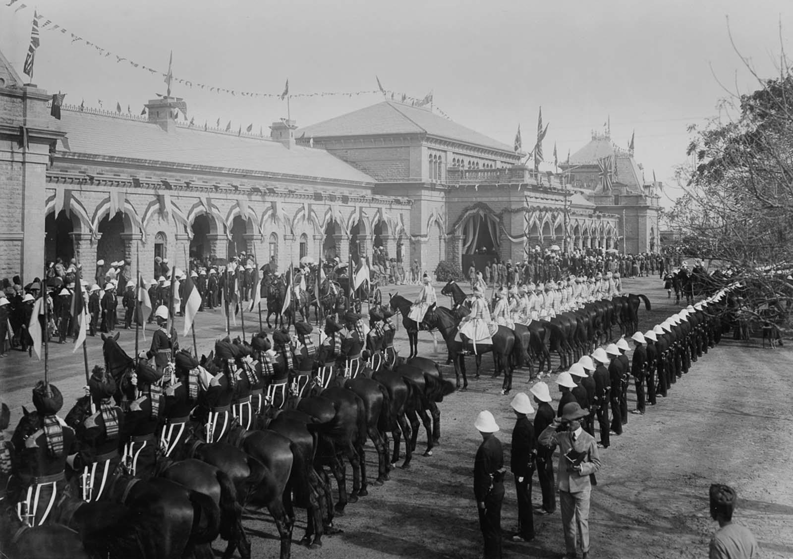 Em 1911 a realeza britânica foi à Índia para ser coroada e aproveitou para caçar 05