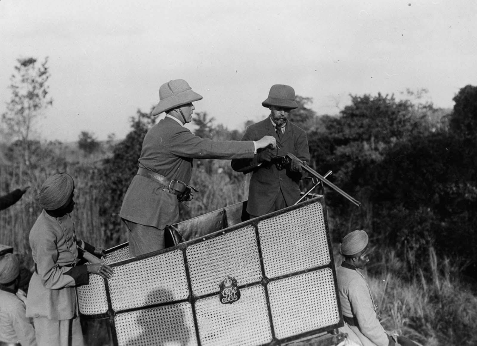 Em 1911 a realeza britânica foi à Índia para ser coroada e aproveitou para caçar 13