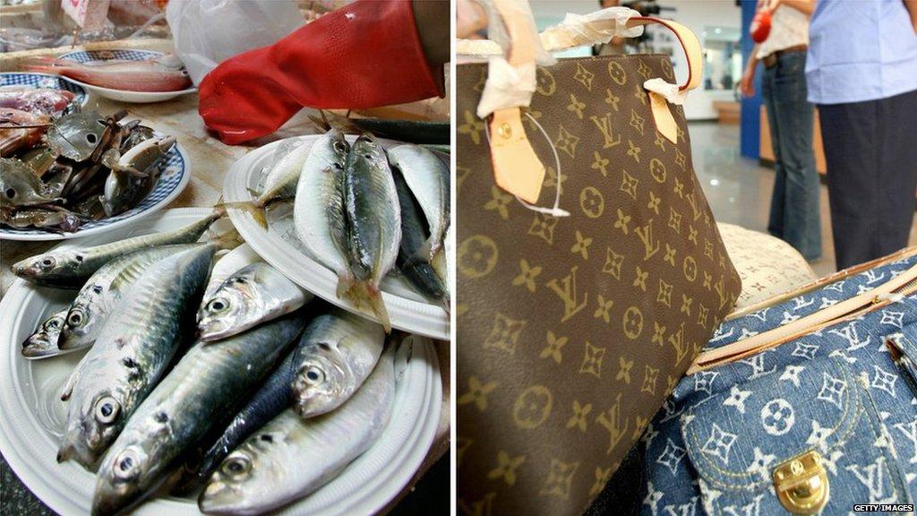 Vovó usa bolsa Louis Vuitton de mil dóares, presente do neto, para carregar peixes