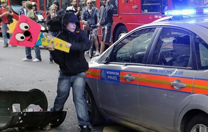 Imagens fotochopadas dos saqueadores de Londres 06