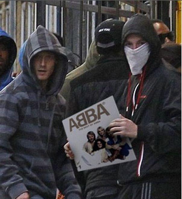 Imagens fotochopadas dos saqueadores de Londres 10