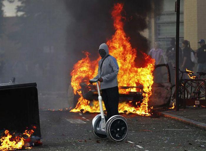 Imagens fotochopadas dos saqueadores de Londres 13