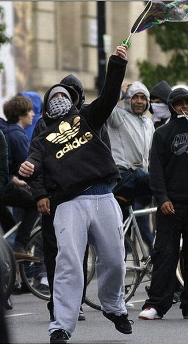 Imagens fotochopadas dos saqueadores de Londres 14