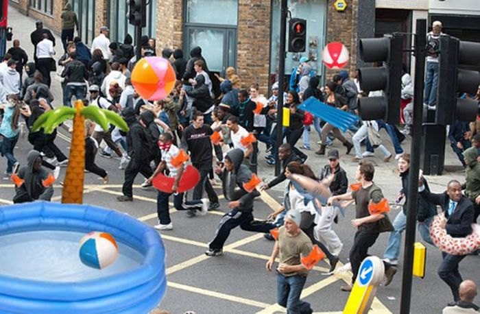 Imagens fotochopadas dos saqueadores de Londres 24