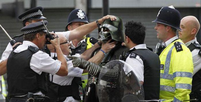 Imagens fotochopadas dos saqueadores de Londres 27