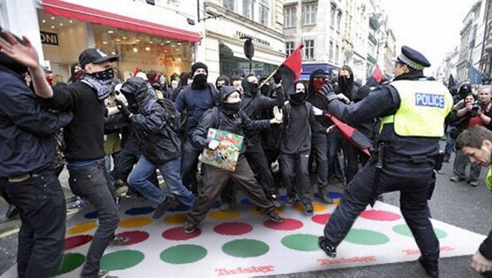 Imagens fotochopadas dos saqueadores de Londres 30