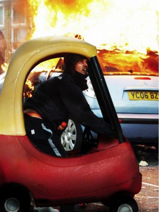 Imagens fotochopadas dos saqueadores de Londres 31