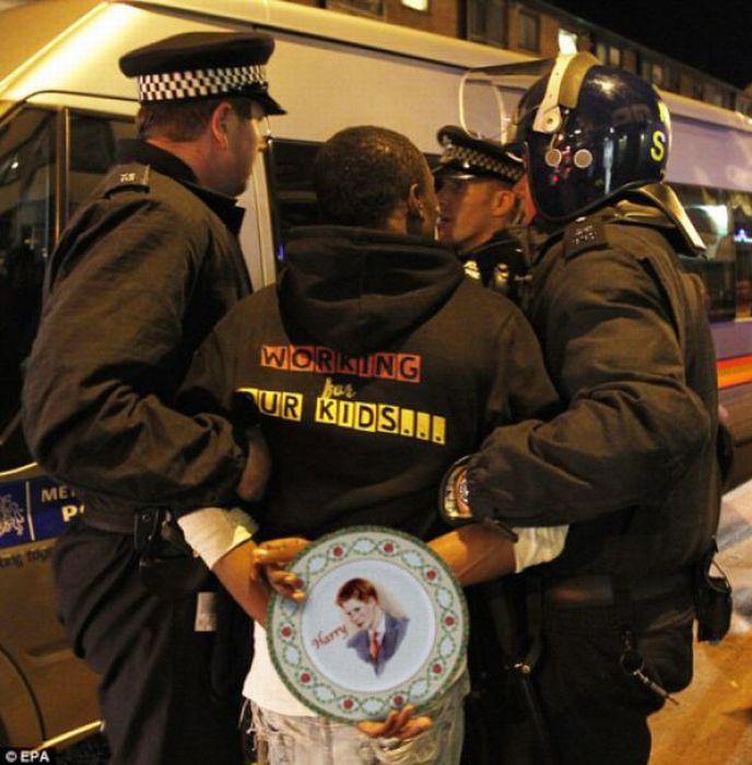 Imagens fotochopadas dos saqueadores de Londres 42
