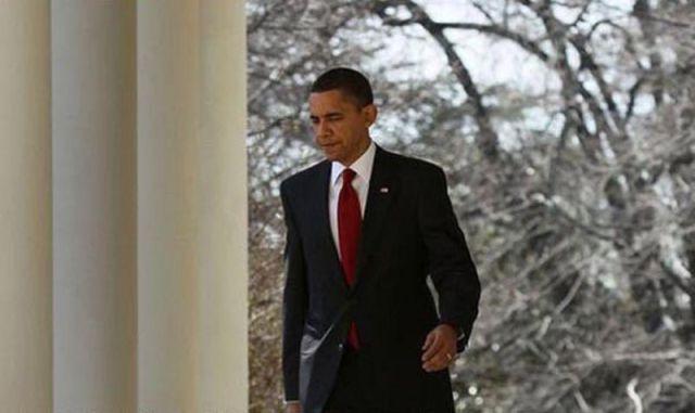 Como Obama assina os documentos 02