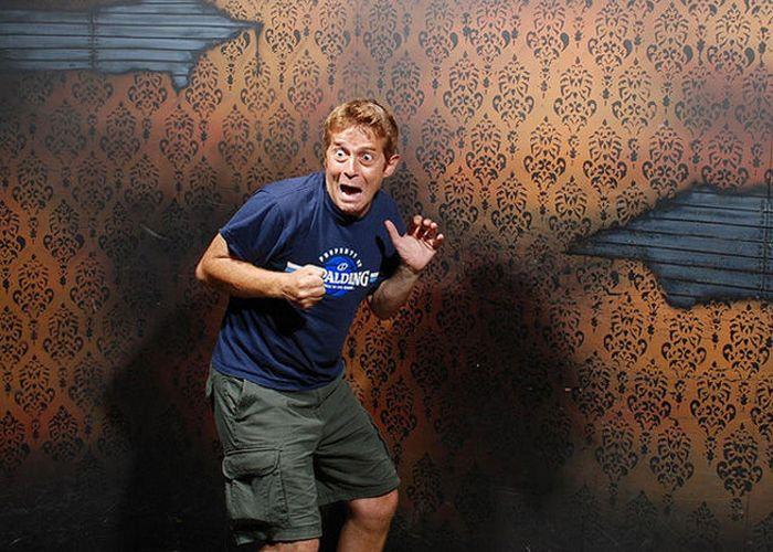 Visitantes da casa assombrada foram fotochopados 03