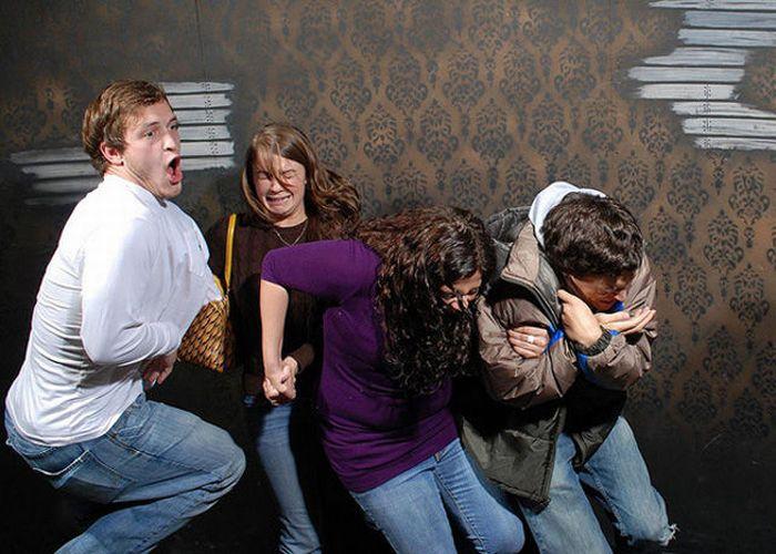 Visitantes da casa assombrada foram fotochopados 09