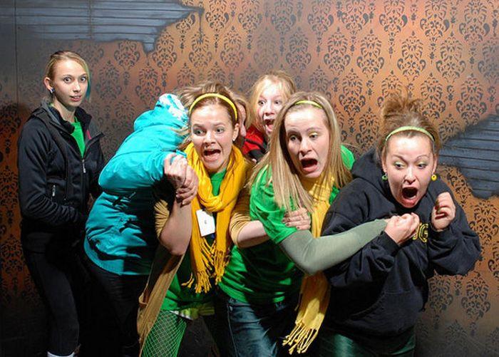 Visitantes da casa assombrada foram fotochopados 12