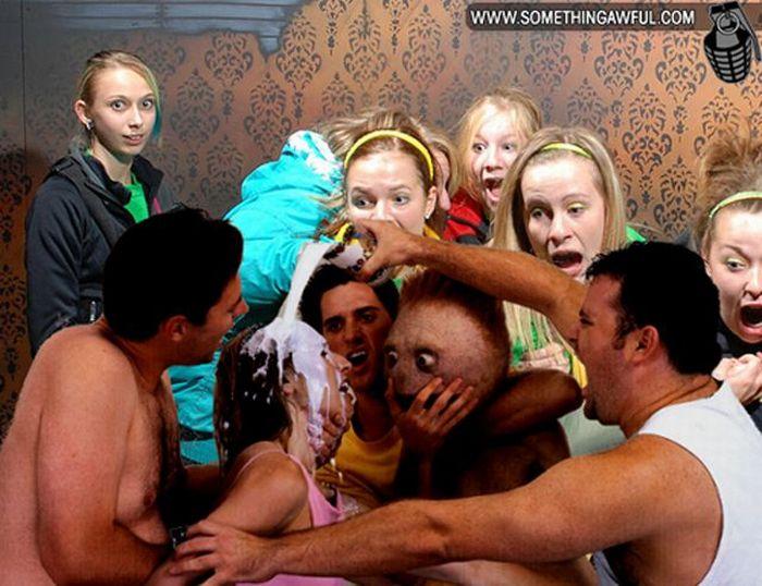 Visitantes da casa assombrada foram fotochopados 13