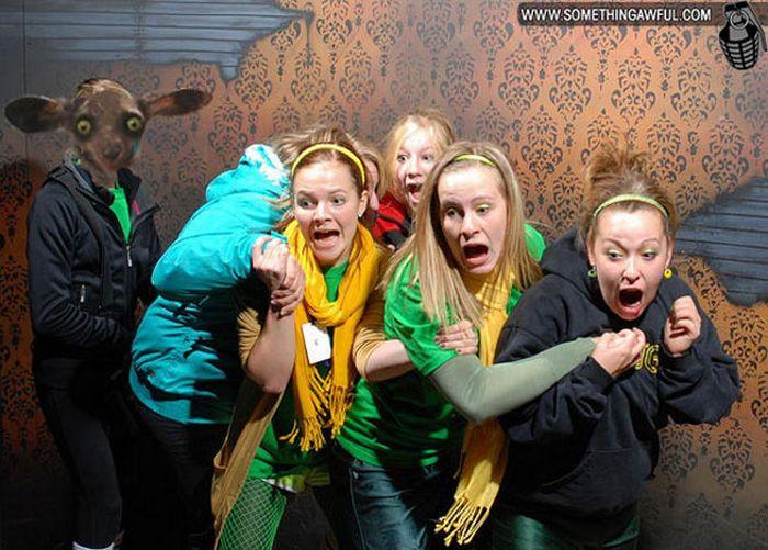 Visitantes da casa assombrada foram fotochopados 15