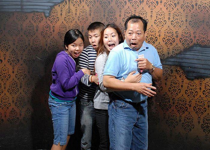 Visitantes da casa assombrada foram fotochopados 16