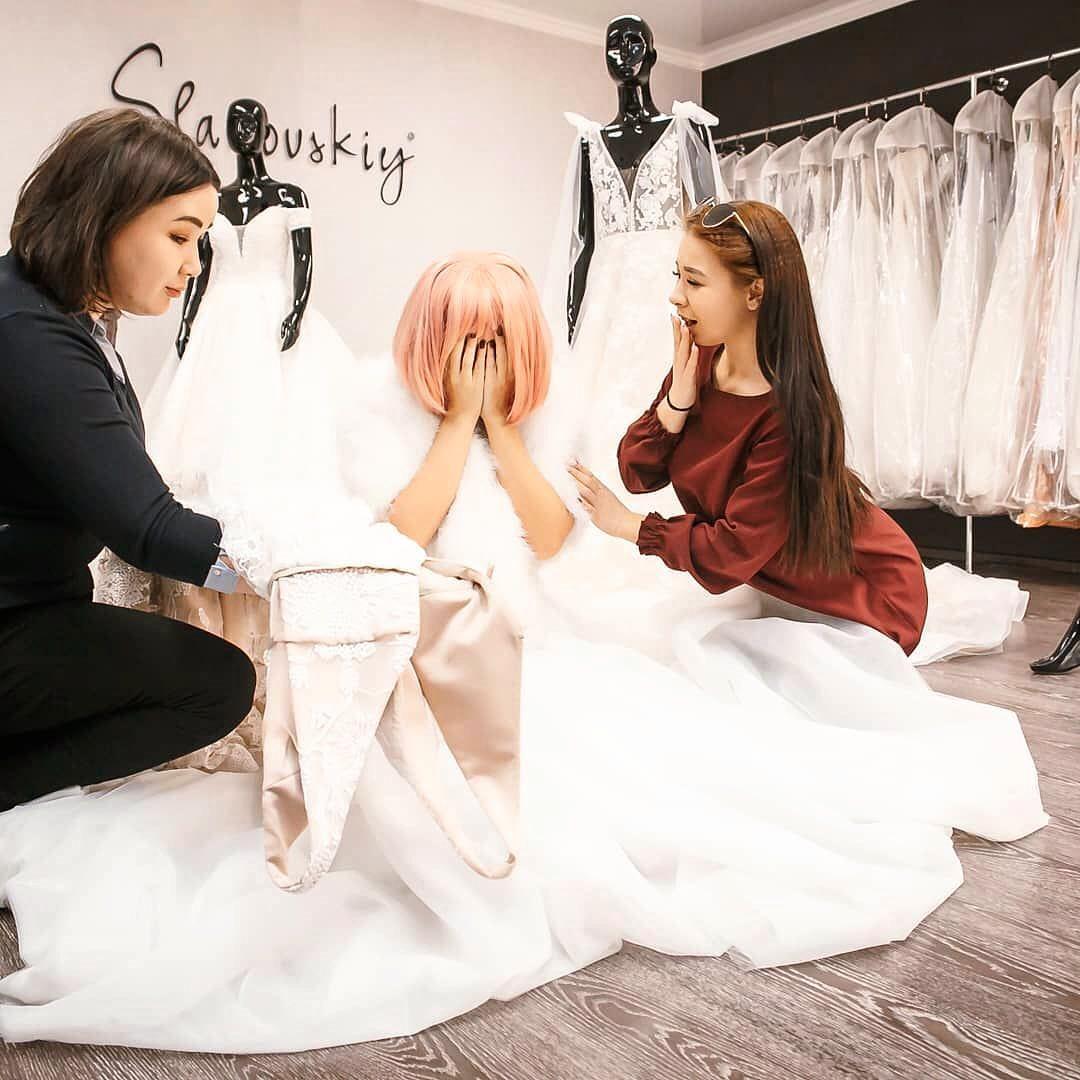 Apesar das DRs e inseguranças, fisiculturista cazaquistanês pretende se casar com sua boneca realista