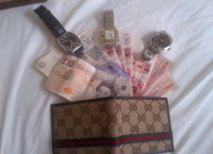 Gangue de ladr�es brit�nicos � capturada depois de ostentar produto dos roubos no Facebook 04