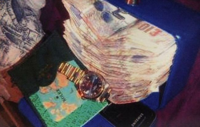 Gangue de ladr�es brit�nicos � capturada depois de ostentar produto dos roubos no Facebook 08