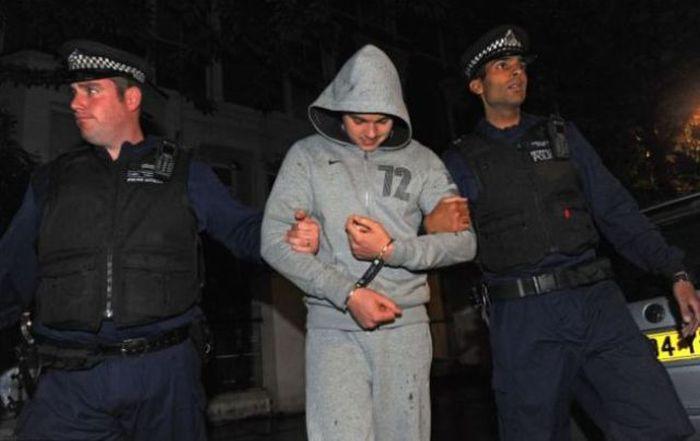Gangue de ladr�es brit�nicos � capturada depois de ostentar produto dos roubos no Facebook 13