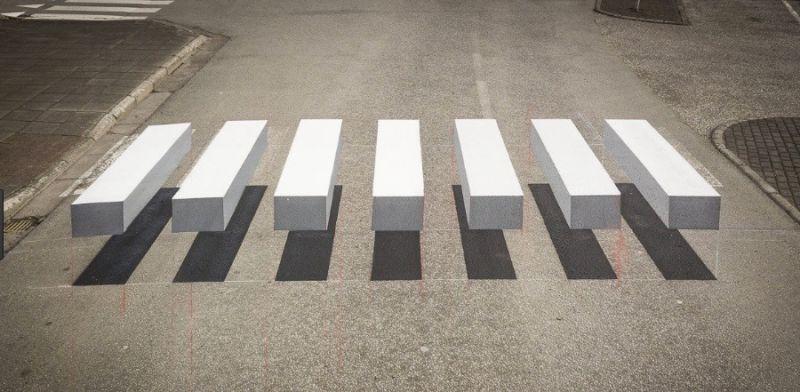 Povoado islandês experimenta com faixa de pedestres em forma de ilusão óptica para obrigar os motoristas a frear