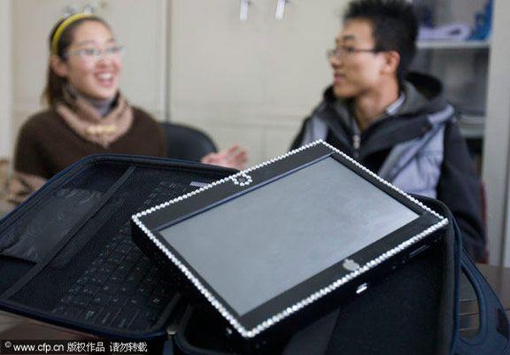 Estudante de arte constrói iPad caseiro para sua namorada
