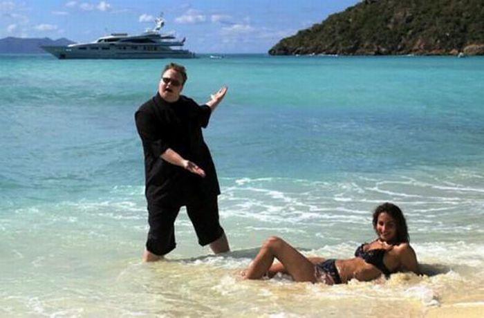 A vida extravagante de Kim Dotcom Schmitz, dono do Megaupload 09