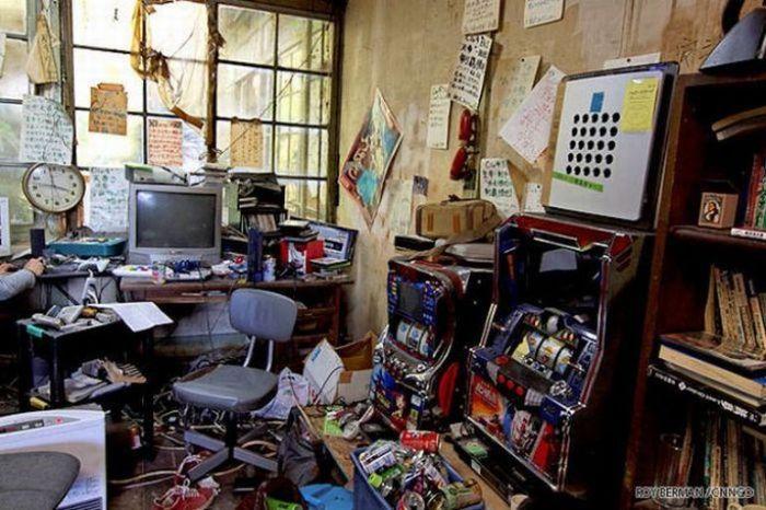 Dormitório estudantil japonês em ruínas 01