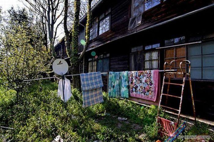 Dormitório estudantil japonês em ruínas 04