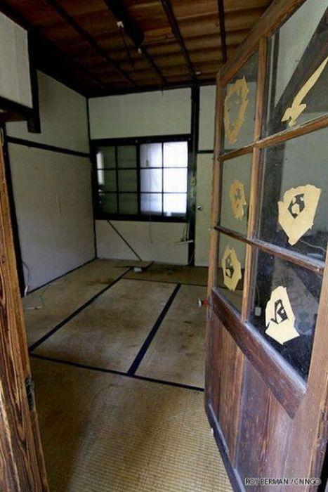 Dormitório estudantil japonês em ruínas 06
