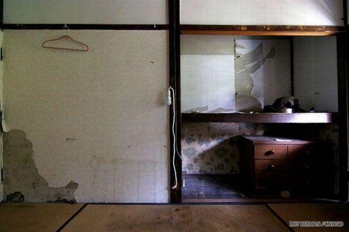 Dormitório estudantil japonês em ruínas 07