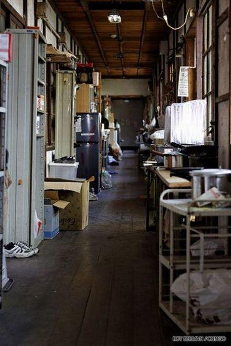 Dormitório estudantil japonês em ruínas 08