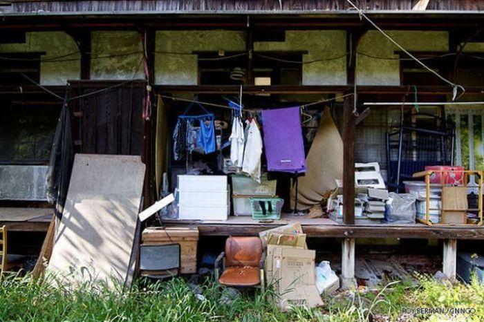 Dormitório estudantil japonês em ruínas 11