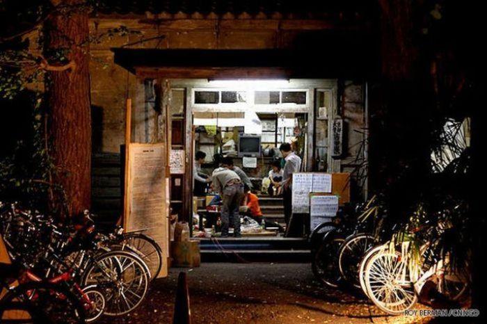 Dormitório estudantil japonês em ruínas 14
