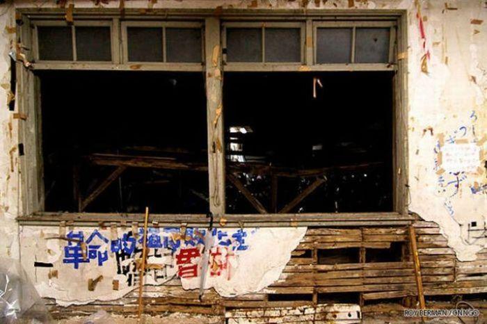 Dormitório estudantil japonês em ruínas 16