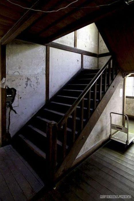 Dormitório estudantil japonês em ruínas 17