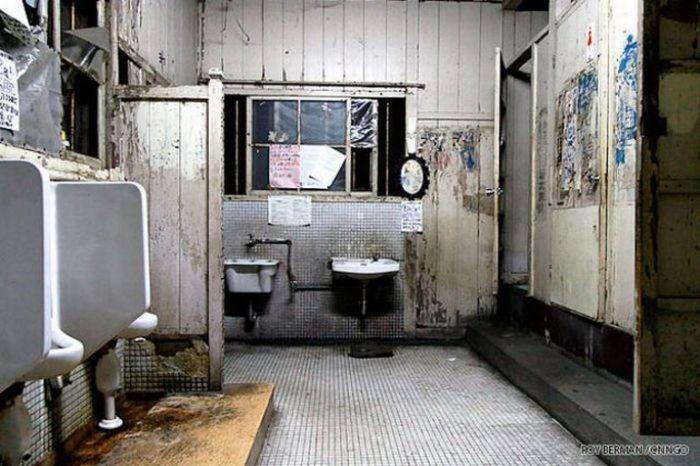 Dormitório estudantil japonês em ruínas 18