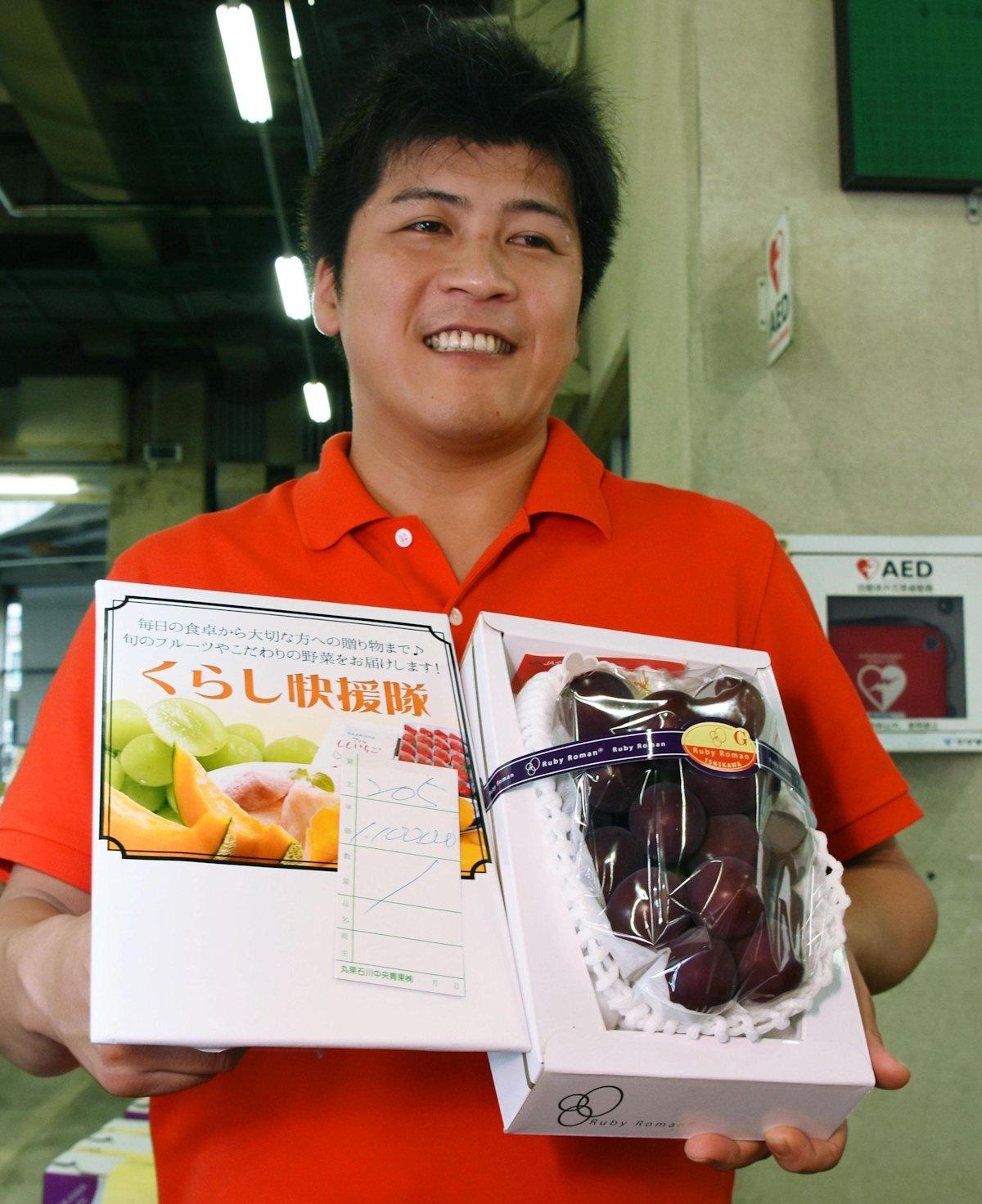 Japonês paga 36 mil reais por um cacho de uvas