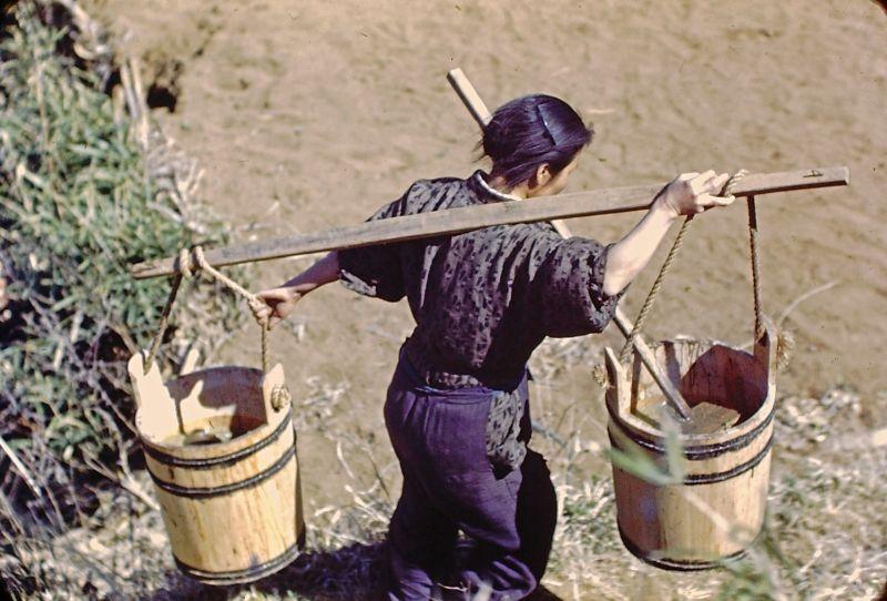 A vida no Japão no pós-Segunda Guerra Mundial através de imagens coloridas fascinantes 04