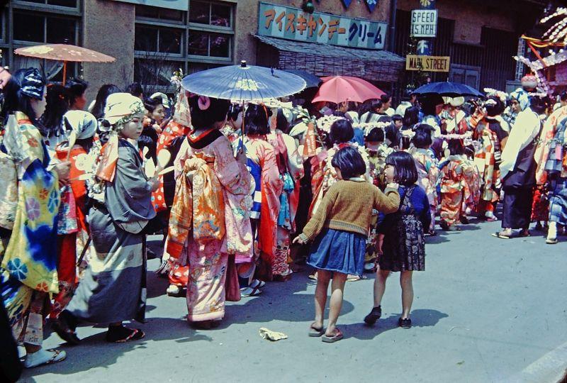 A vida no Japão no pós-Segunda Guerra Mundial através de imagens coloridas fascinantes 19