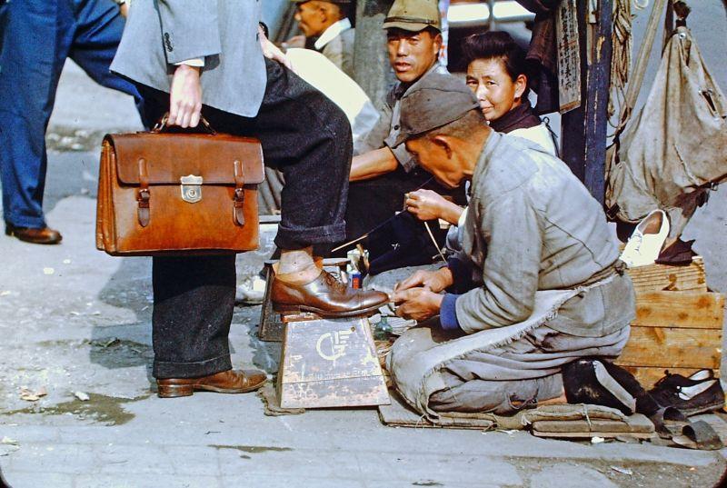 A vida no Japão no pós-Segunda Guerra Mundial através de imagens coloridas fascinantes 33