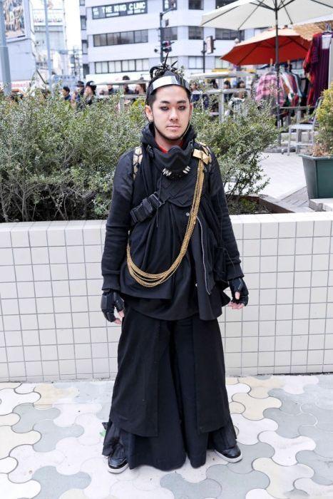 Japonês estranho com roupa esquisita 2 02