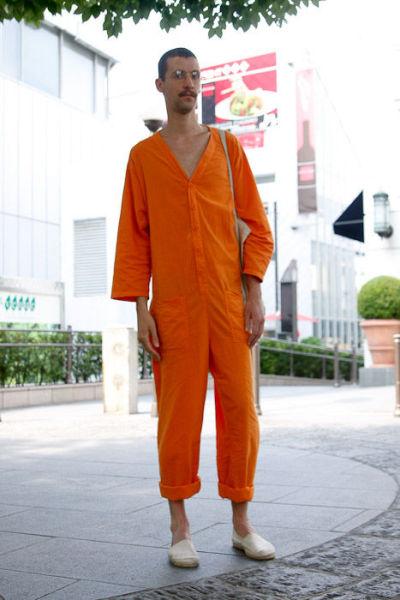 Japonês estranho com roupa esquisita 05