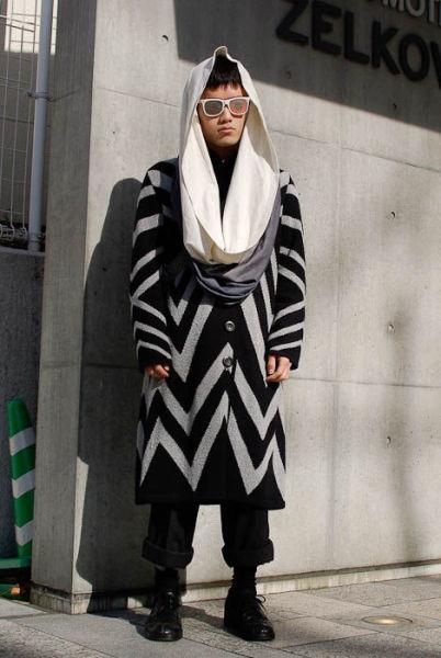Japonês estranho com roupa esquisita 07
