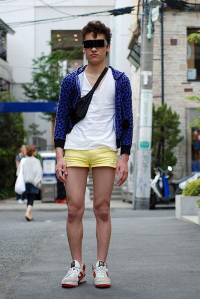 Japonês estranho com roupa esquisita 09