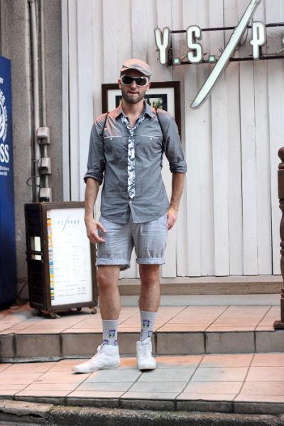 Japonês estranho com roupa esquisita 12