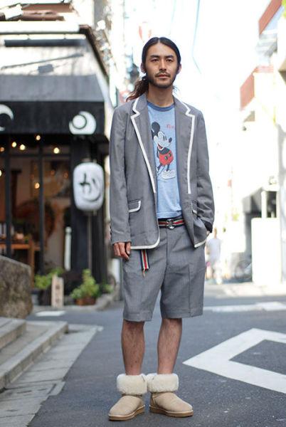 Japonês estranho com roupa esquisita 13