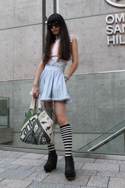Japonês estranho com roupa esquisita 14
