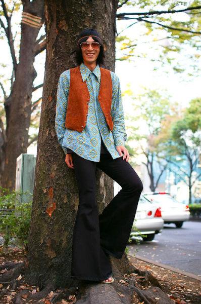 Japonês estranho com roupa esquisita 16