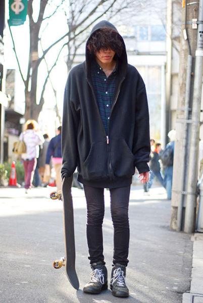Japonês estranho com roupa esquisita 20